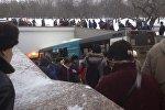 У станции Славянский Бульвар московского метрополитена автобус въехал в подземный пешеходный переход