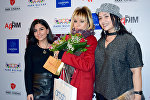 Народная артистка Азербайджана Бриллиант Дадашева со своими поклонницами