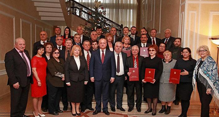 Президент Молдовы Игорь Додон с представителями Конгресса азербайджанцев Молдовы