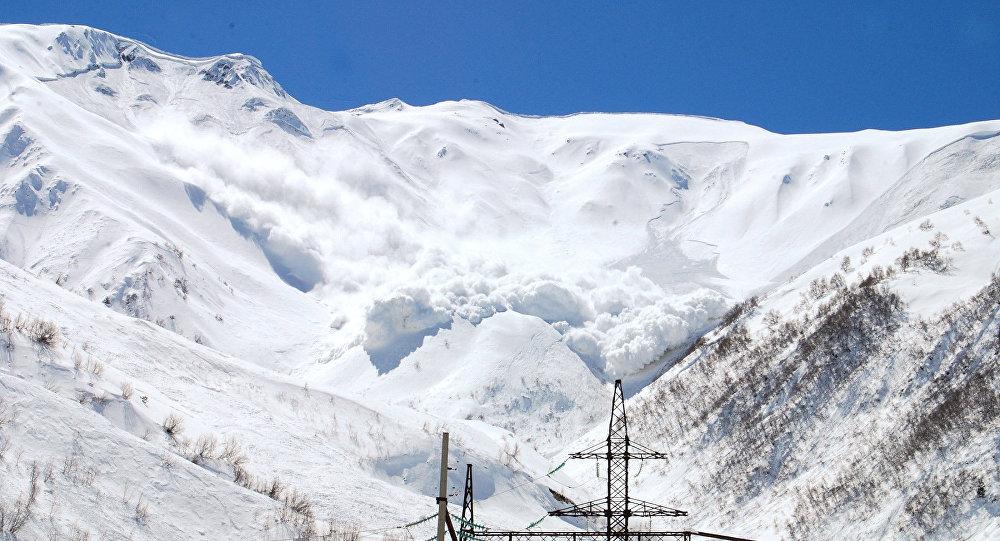 МЧС Азербайджана предостерегло волонтеров отпоиска альпинистов