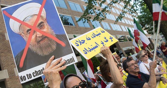 Протесты против президента Ирана Хасана Рухани, фото из архива