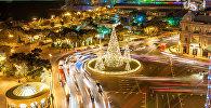 Новогодняя иллюминация на центральной площади Азнефть в Баку