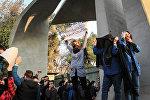 Студенты протестуют рядом с Тегеранским университетом в Иране, фото из архива