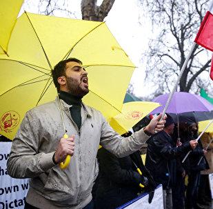 Противники президента Ирана Хассана Роухани вышли на акцию протеста у посольства Ирана в Лондоне
