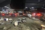 Автомобили аварийных служб в аэропорту Пирсон в Торонто, Канада, 5 января 2018 года