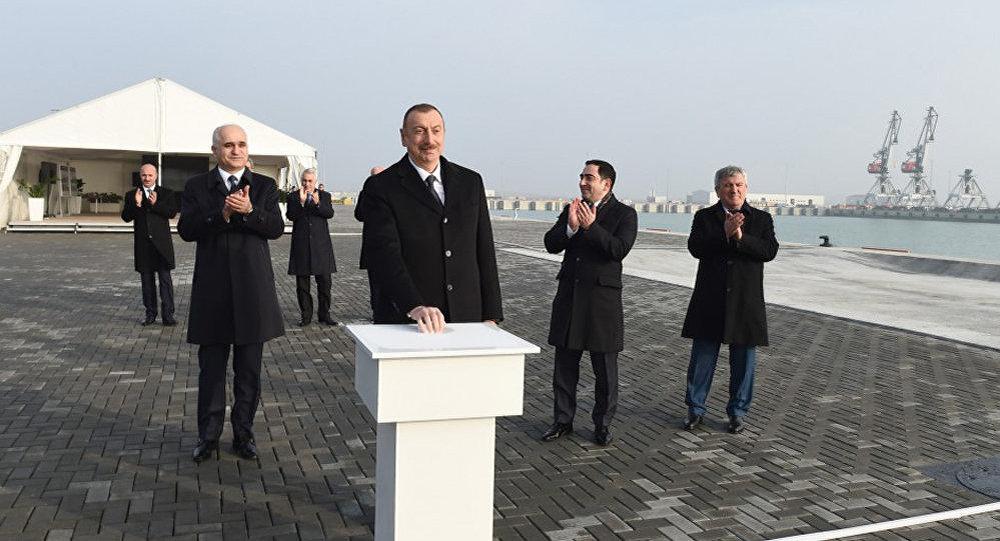 Президент Ильхам Алиев принял участие в открытии терминала Ро-Ро в комплексе Бакинского международного морского торгового порта