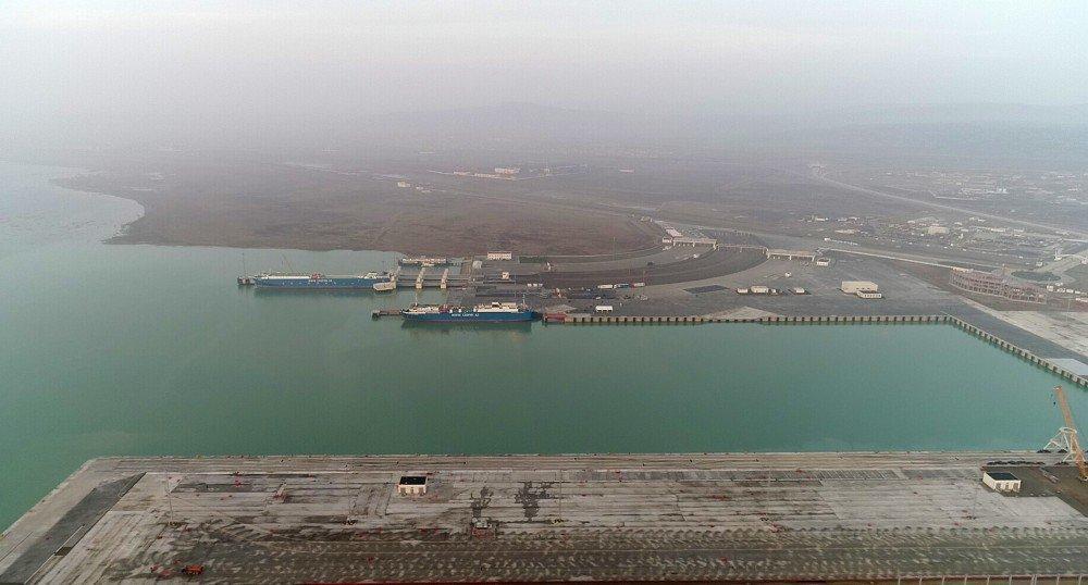 Президент Ильхам Алиев принял участие в открытии терминала RO-RO в комплексе Бакинского международного морского торгового порта