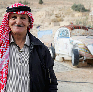 64-летний иорданец Абу Али переоборудовал свой старенький Volkswagen Beetle в мини-отель