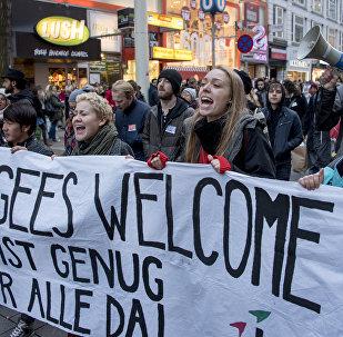 Митинг в поддержку мигрантов под лозунгом Пусть они остаются в Вене, Австрия, 26 ноября 2016 года