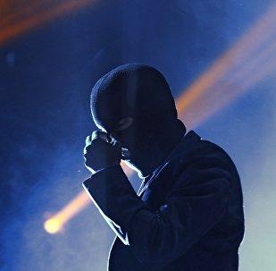 Человек в маске, фото из архива