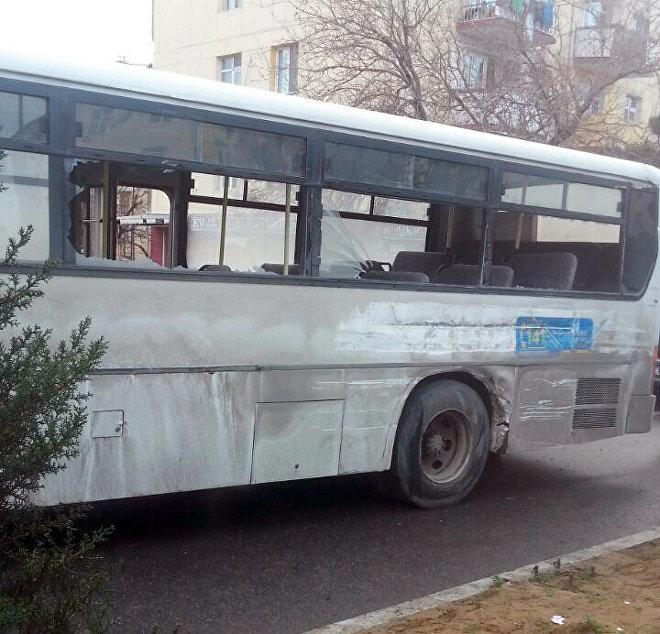 Qəza nəticəsində avtobus ciddi zədələnib