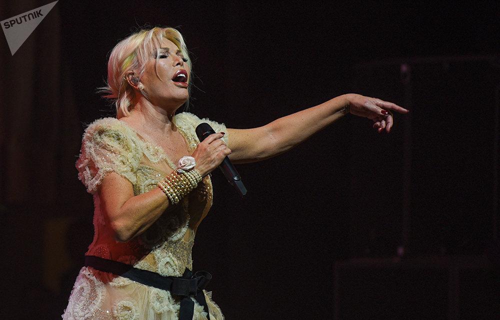 Звезда турецкого шоу-бизнеса Ажда Пеккан выступила с сольным концертом во Дворце Гейдара Алиева