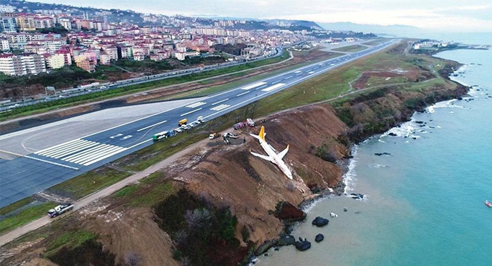 Trabzon şəhərinin hava limanında təyyarə qəzaya uğrayıb