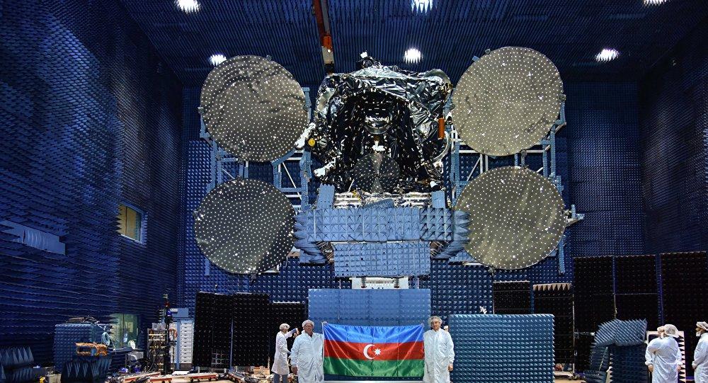 Кадры одного из этапов подготовки к запуску спутника Azerspace