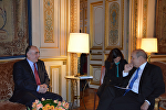 Министр иностранных дел Эльмар Мамедъяров в рамках своего рабочего визита во Францию встретился с министром иностранных дел Франции Жаном Ив Ле Дриан
