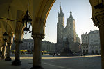 Церковь Успения Пресвятой Девы Марии (Мариацкий католический собор) и памятник Адаму Мицкевичу, Краков