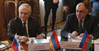 Министр иностранных дел Армении Эдвард Налбандян (слева) и министр иностранных дел Азербайджана Эльмар Мамедъяров, фото из архива
