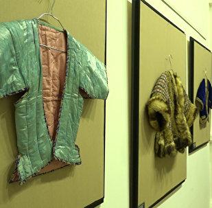 В Баку показали одежду, сшитую несколько веков назад