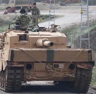 Турецкий танк в провинции Килис, недалеко от границы с Сирией, 21 января 2018 года