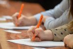 Yazı işi yazan uşaqlar, arxiv şəkli