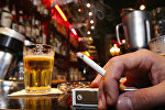 Сигарета и пиво, фото из архива