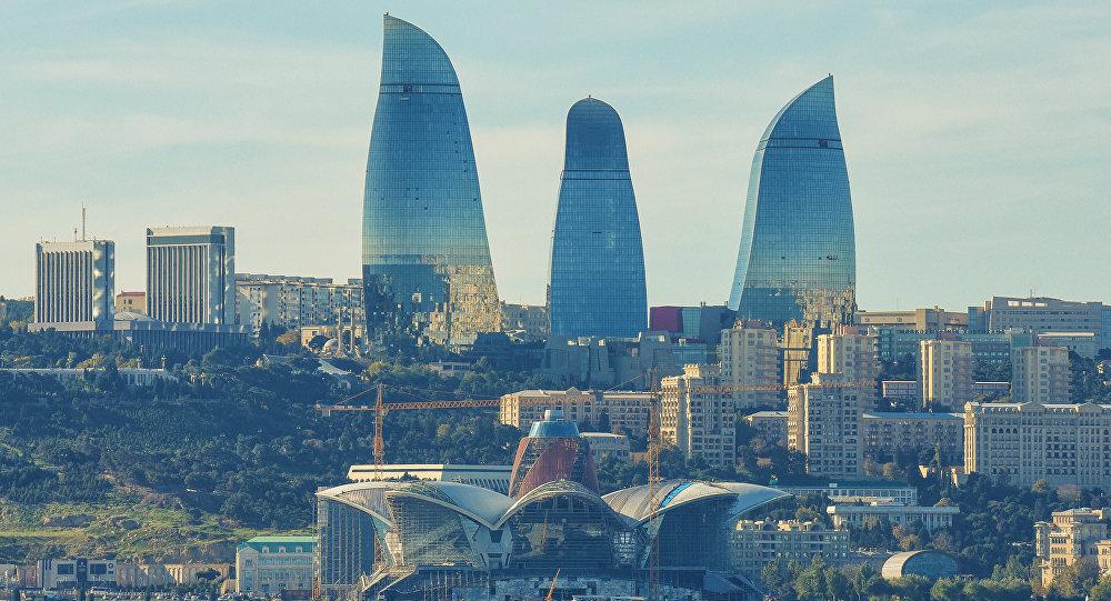 Вид на комплекс зданий Flame Towers в Баку