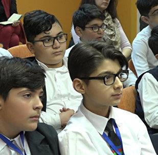 В Баку работают над развитием творческих способностей у детей