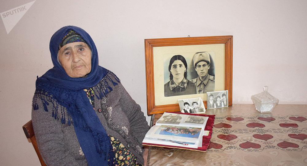 Бабка и молодой почтальон