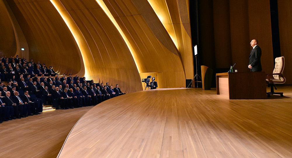 İlham Əliyev regionların 2014-2018-ci illərdə sosial-iqtisadi inkişafı Dövlət Proqramının icrasının dördüncü ilinin yekunlarına həsr olunan konfransda iştirak edib