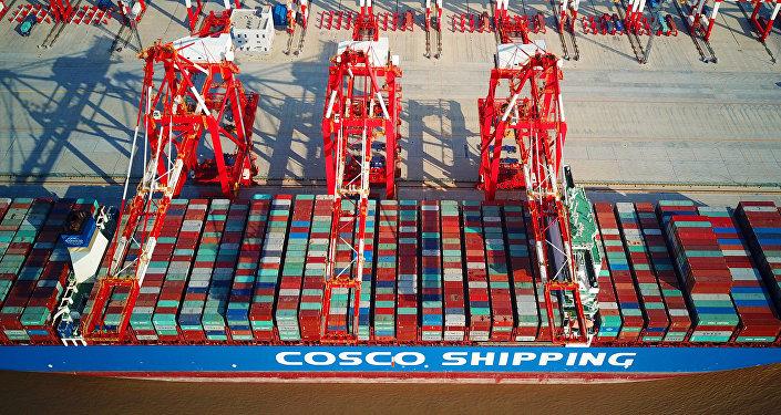 Грузовые контейнеры на порту в Китае, фото из архива