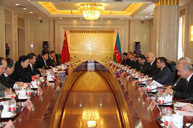 Встреча министра транспорта Китайской Народной Республики Ли Сяопэн с азербайджанской делегацией во главе с министром экономики АР Шахином Мустафаевым