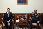 Министр обороны встретился с послом Турции в Азербайджане