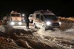 Автомобили МЧС России в Раменском районе Московской области, где самолет Ан-148 Саратовских авиалиний рейса 703 Москва-Орск потерпел крушение
