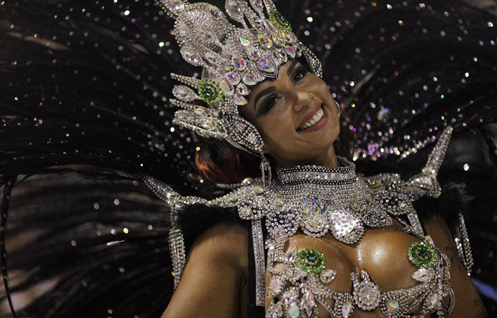 Ежегодный карнавал Рио в Бразилии