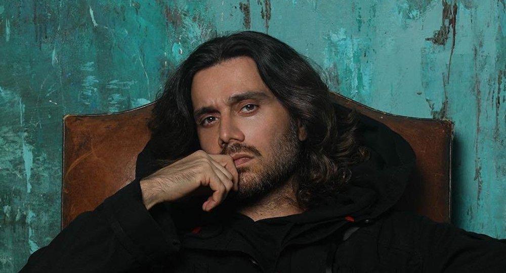 Стилист и певец Аслан Ахмадов, фото из архива