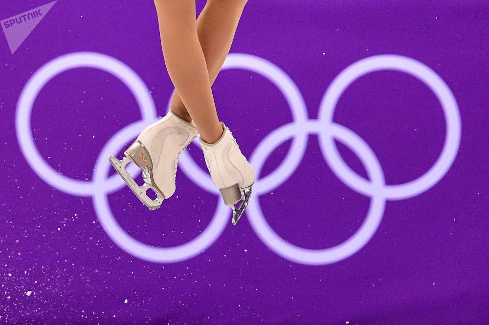 Кэйтлин Осмонд (Канада) выступает в короткой программе женского одиночного катания командных соревнований по фигурному катанию на XXIII зимних Олимпийских играх в Пхенчхане