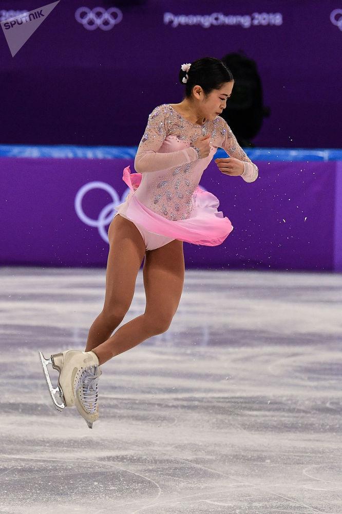 Сатоко Мияхара из Японии выступает в короткой программе женского одиночного катания командных соревнований по фигурному катанию на XXIII зимних Олимпийских играх в Пхенчхане