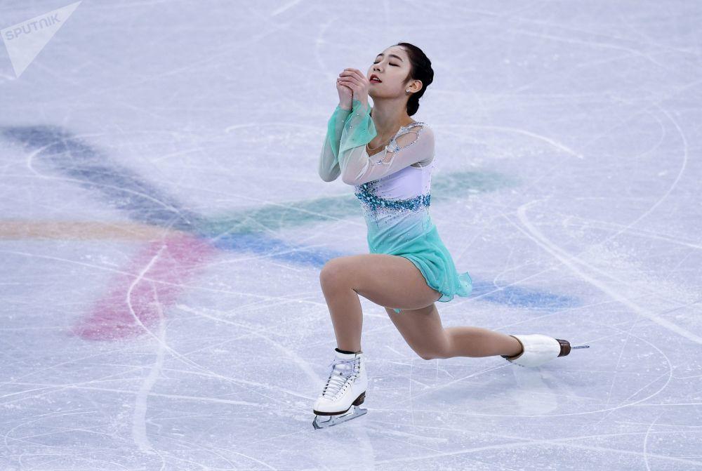 Чхве Да Бин из республики Корея выступает в короткой программе женского одиночного катания командных соревнований по фигурному катанию на XXIII зимних Олимпийских играх в Пхенчхане