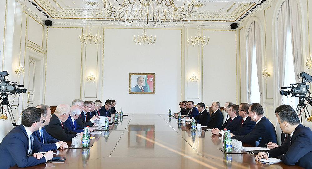 Президент Азербайджанской Республики Ильхам Алиев принял делегацию, возглавляемую председателем Восточного комитета экономики Германии Вольфгангом Бюхеле