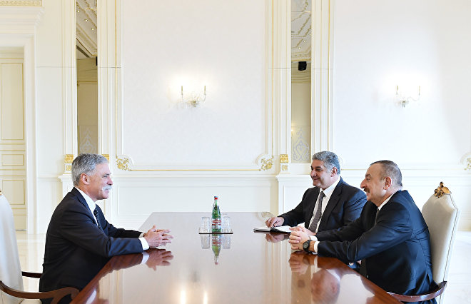 Президент Ильхам Алиев принял главного исполнительного директора группы Формула-1