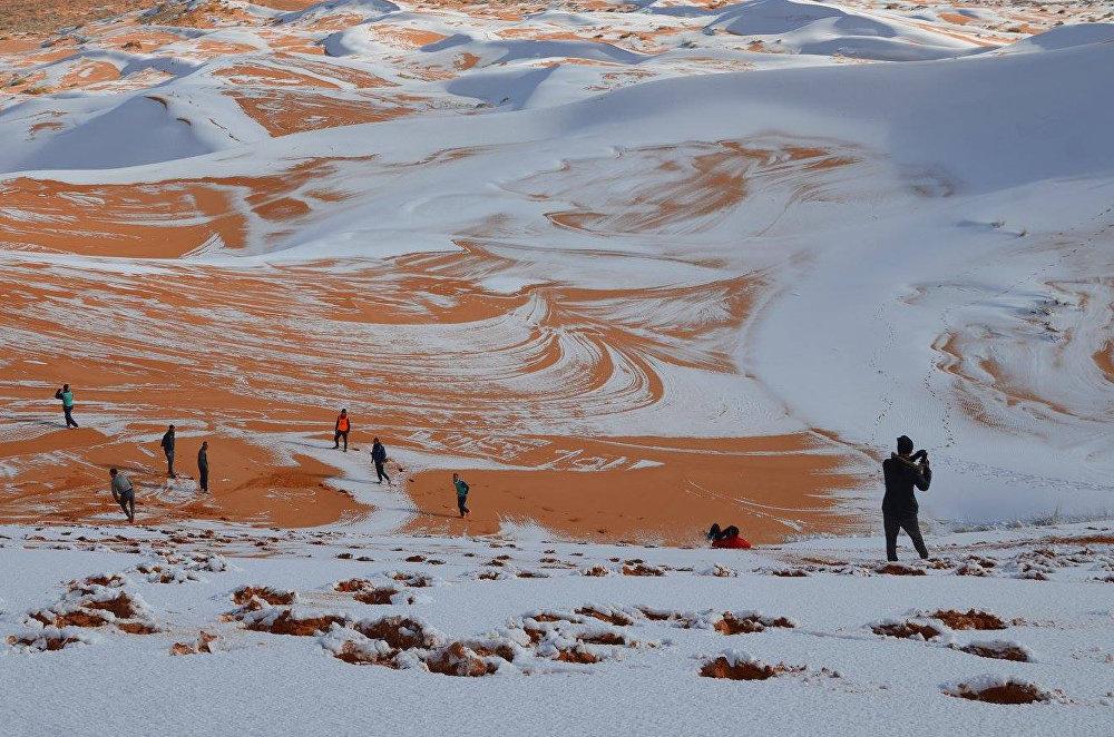 Снег в алжирской части пустыни Сахара 2008 год