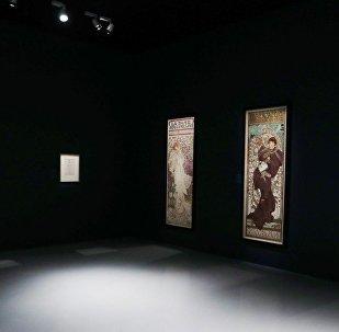 В Центре Гейдара Алиева открылась выставка известного художника Альфонса Мухи