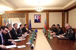 Министр обороны Азербайджана генерал-полковник Закир Гасанов встретился с делегацией во главе со специальным посланником ЕС по кризису на Южном Кавказе и в Грузии Тойво Клааром