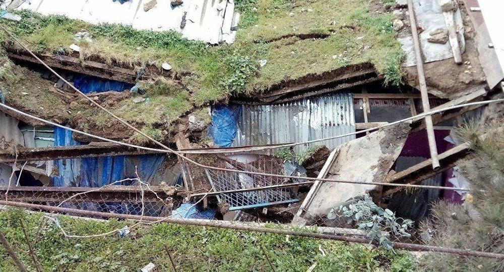 Поврежденный оползнем дом на Баиловском склоне