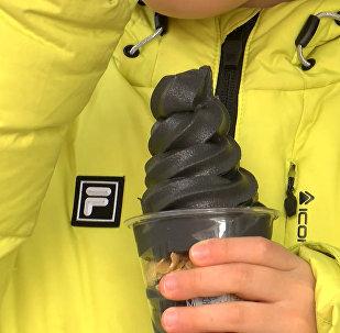 Посетители Олимпиады в Корее могут попробовать черное мороженое