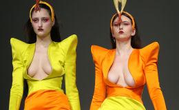 Показ выпусников Лондонского университета искусств Central Saint Martins на Неделе моды в Лондоне