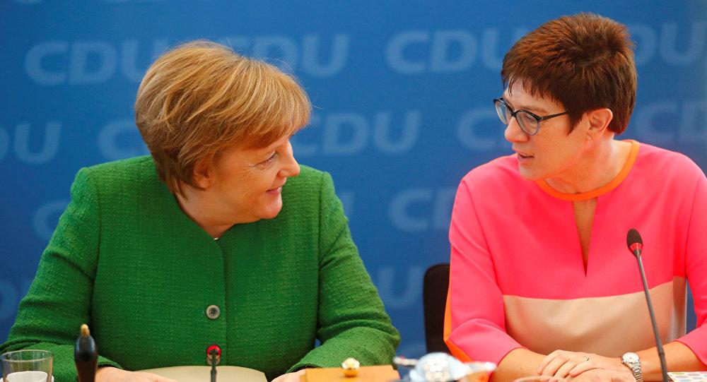 Канцлер Германии Ангела Меркель и глава правительства земли Саар Аннегрет Крамп-Карренбауэр