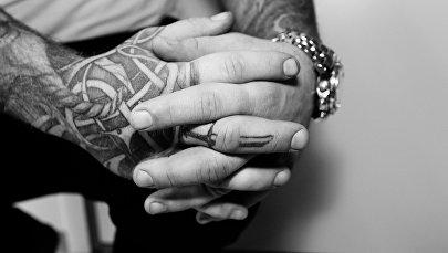 Руки, фото из архива
