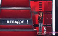 Эрик Аракелян после выступления на сцене международного вокального проекта России Голос. Дети