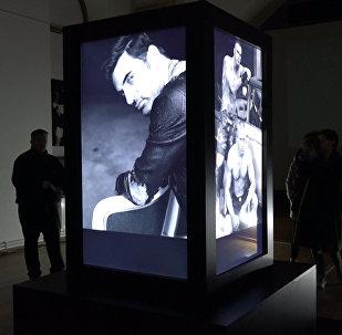 Алтарь берлинского фотографа показали в Баку